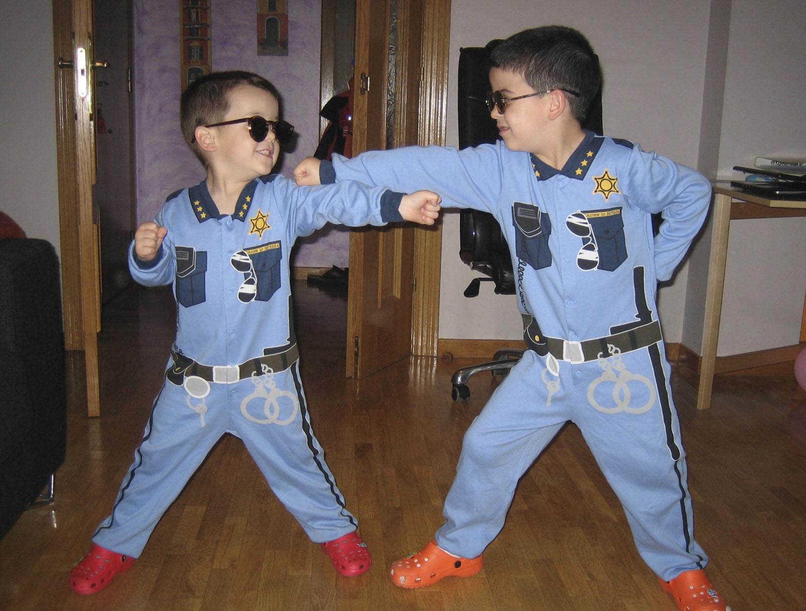 Cómic policia niños original
