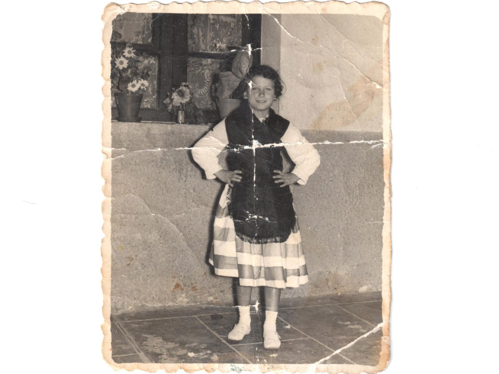 Foto restaurada niña original